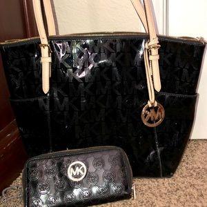 Michael Kors black purse and matching wallet!